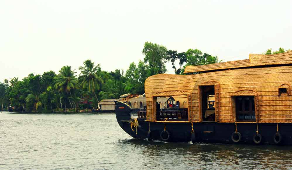 houseboats-of-alleppey